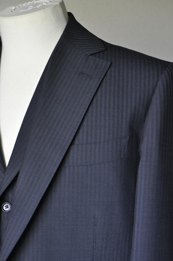 DSC1616 お客様のスーツの紹介-御幸毛織 ネイビーストライプ-