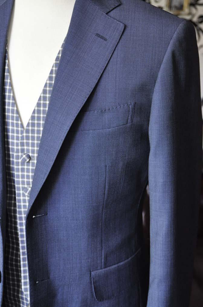 DSC1619-1 お客様のウエディング衣装の紹介- Biellesi無地ネイビースーツ チェックベスト-