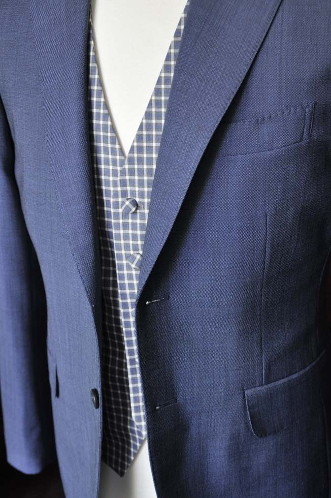 DSC1620-1 お客様のウエディング衣装の紹介- Biellesi無地ネイビースーツ チェックベスト-