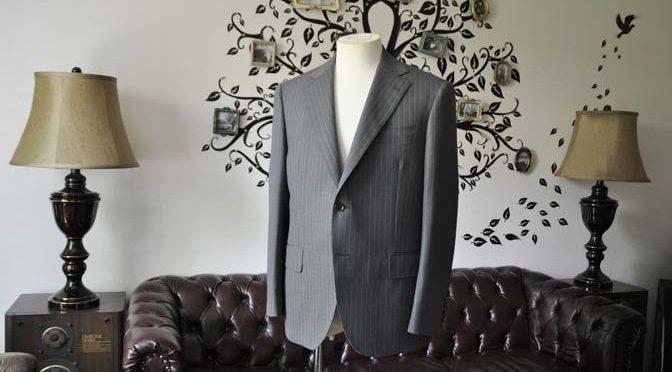 お客様のスーツの紹介-DORMEUIL Tropical Amadeusグレーストライプ スーツ-
