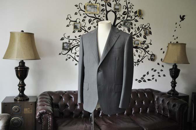DSC1634-1 お客様のスーツの紹介-DORMEUIL Tropical Amadeusグレーストライプ スーツ-