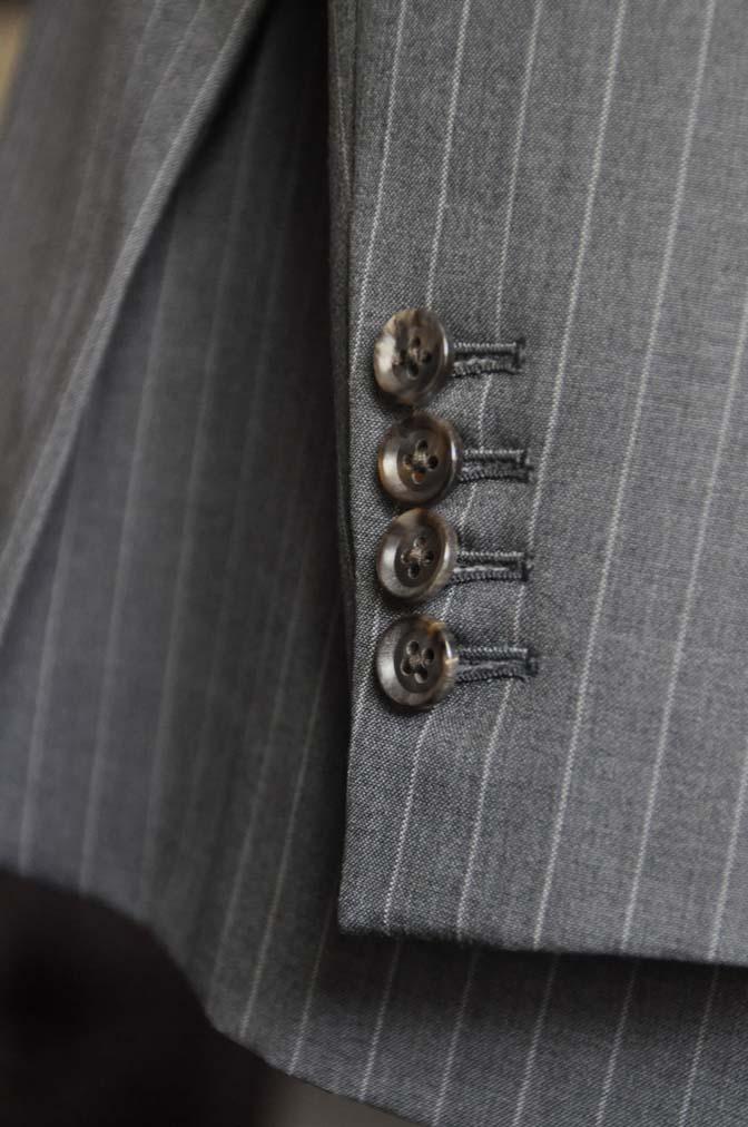 DSC1644-1 お客様のスーツの紹介-DORMEUIL Tropical Amadeusグレーストライプ スーツ-