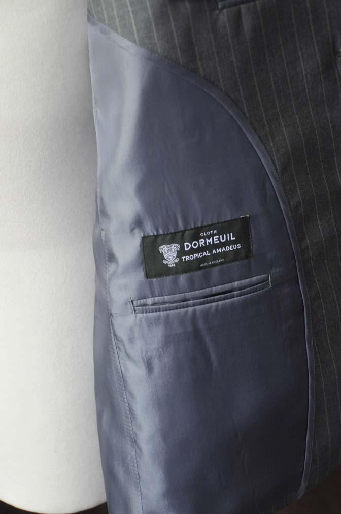 DSC1648-1 お客様のスーツの紹介-DORMEUIL Tropical Amadeusグレーストライプ スーツ-