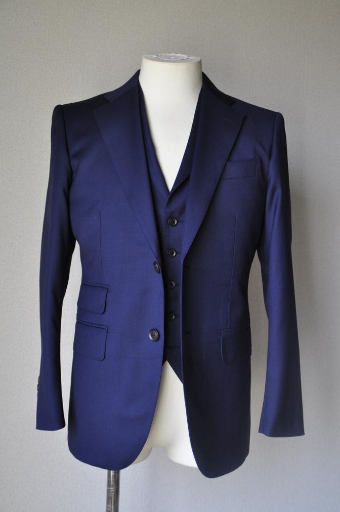 DSC1680 お客様のスーツの紹介-Biellesi 無地ネイビー 衿付ジレのスリーピース-