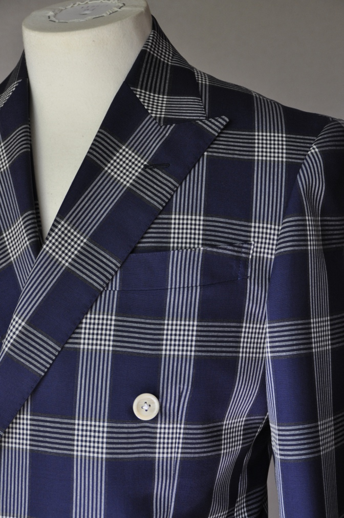 DSC1697 お客様のスーツの紹介- Tollegno ネイビーチェック ダブルスーツ-
