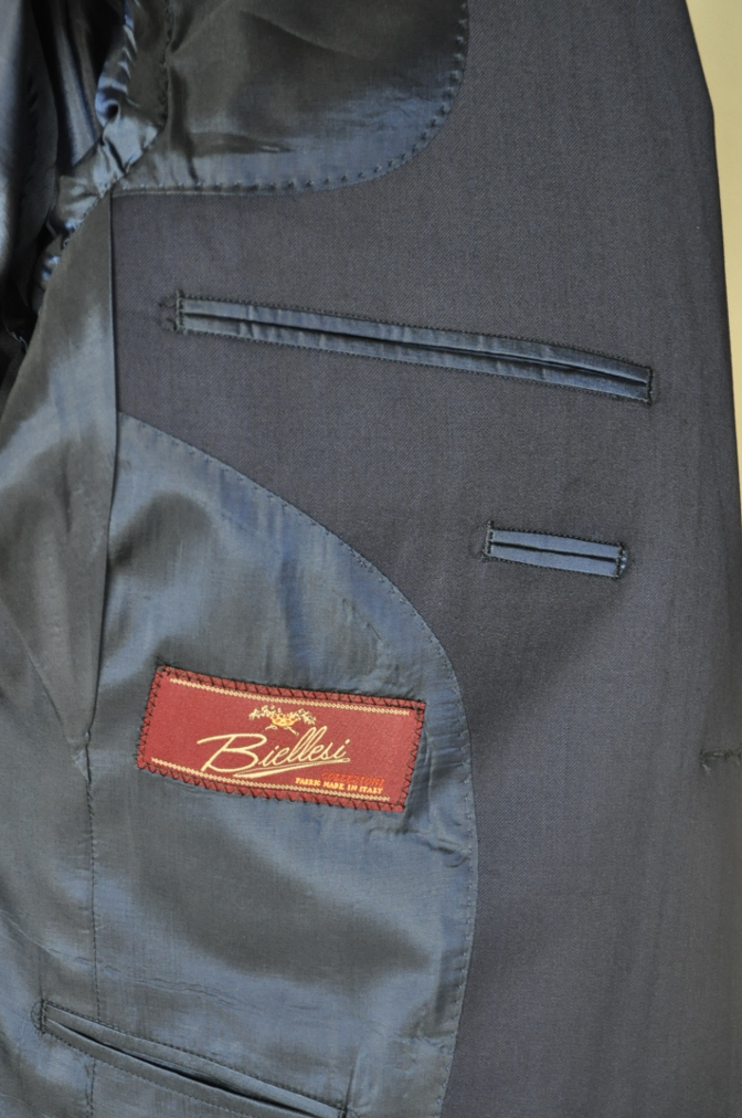 DSC16981 お客様のスーツの紹介-Biellesi 無地ネイビー 衿付ジレのスリーピース-