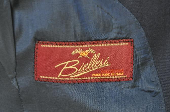 DSC16991 お客様のスーツの紹介-Biellesi 無地ネイビー 衿付ジレのスリーピース-
