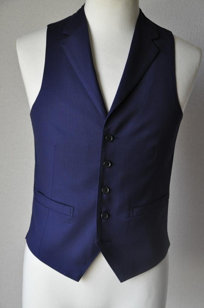 DSC17013 お客様のスーツの紹介-Biellesi 無地ネイビー 衿付ジレのスリーピース-