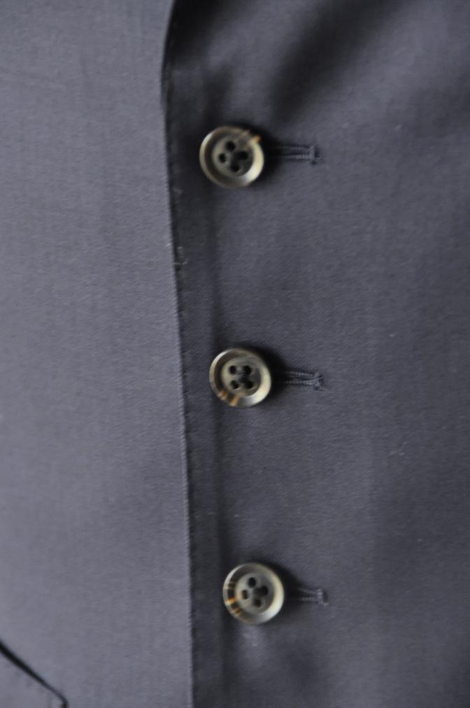 DSC17032 お客様のスーツの紹介-Biellesi 無地ネイビー 衿付ジレのスリーピース-