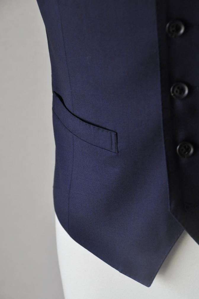 DSC17042 お客様のスーツの紹介-Biellesi 無地ネイビー 衿付ジレのスリーピース-