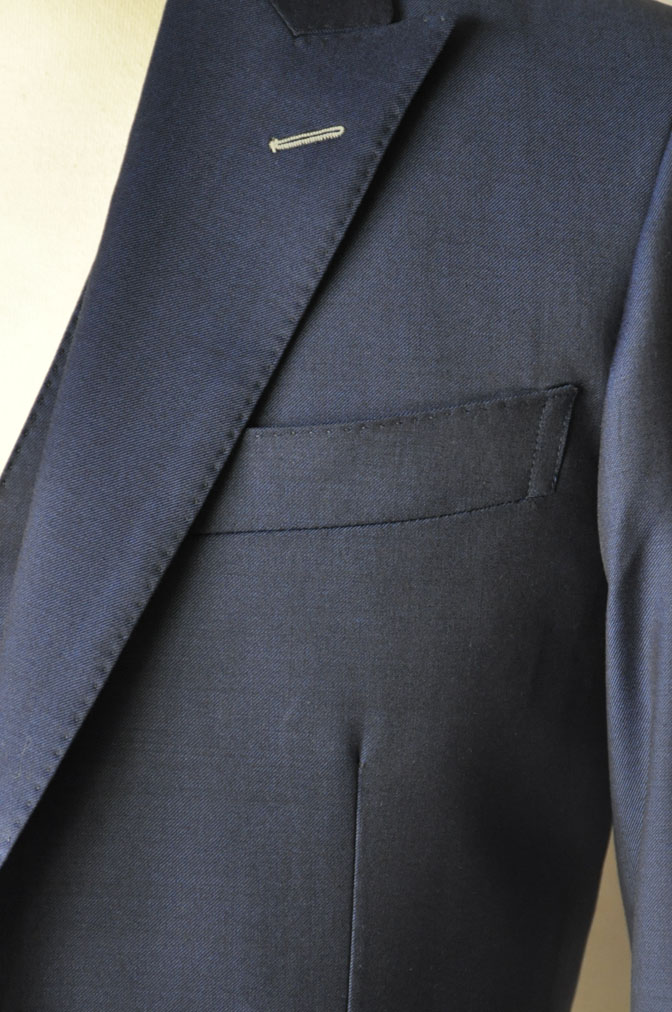 DSC17121 お客様のウエディング衣装の紹介-ネイビースリーピース-