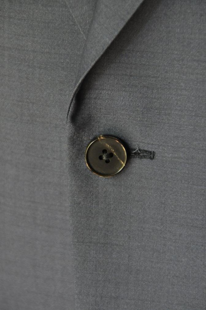 DSC1716 お客様のスーツの紹介- 無地ネイビー シングル2つボタン-