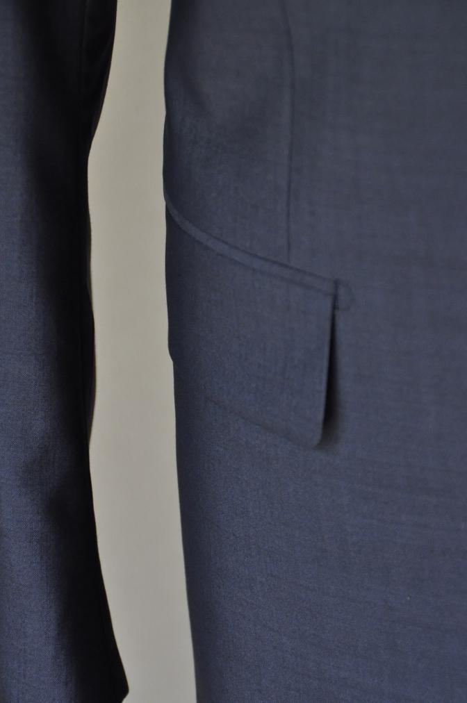 DSC1718 お客様のスーツの紹介- 無地ネイビー シングル2つボタン-