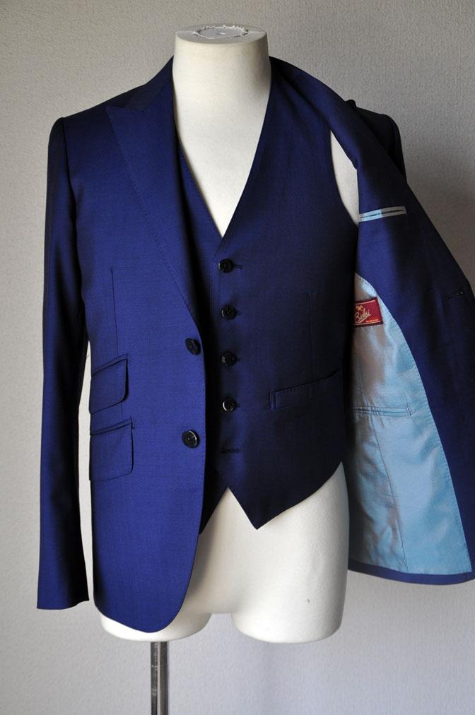 DSC1720 お客様のウエディング衣装の紹介-ネイビースリーピース-