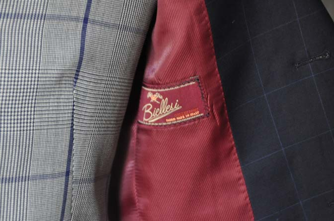DSC1738 お客様のウエディング衣装の紹介- ネイビーウィンドペンスーツ、グレーベスト-