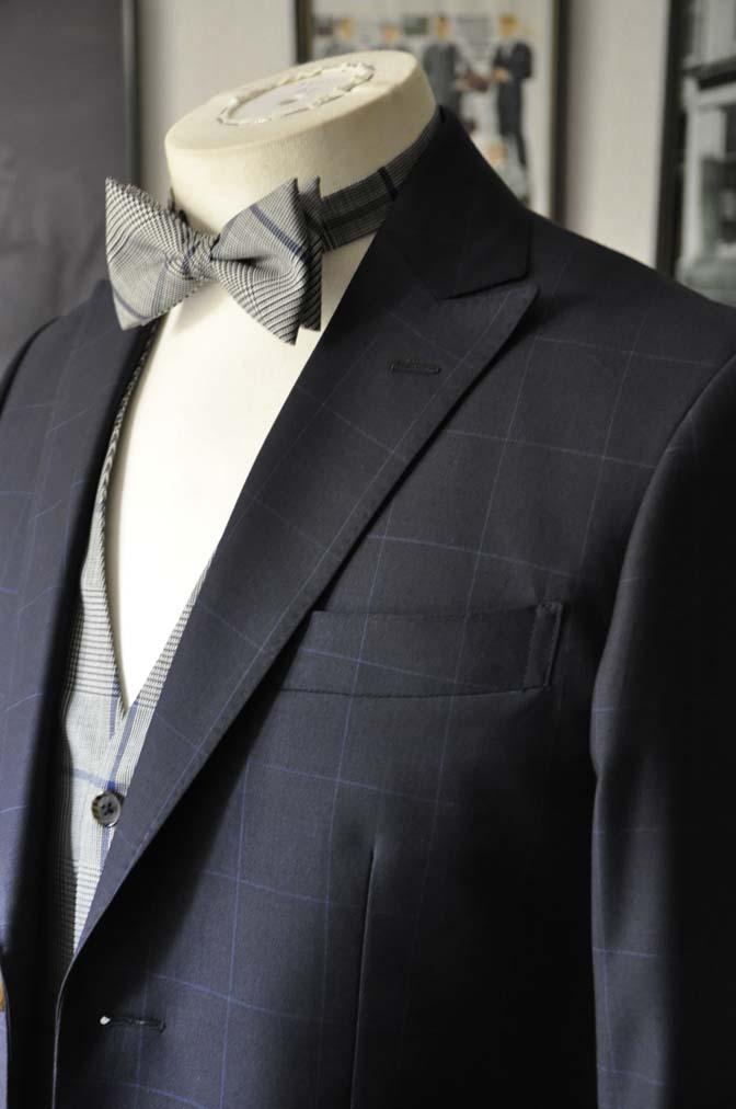 DSC1739 お客様のウエディング衣装の紹介- ネイビーウィンドペンスーツ、グレーベスト-