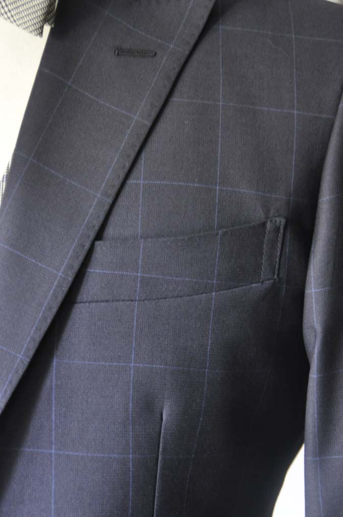 DSC1741 お客様のウエディング衣装の紹介- ネイビーウィンドペンスーツ、グレーベスト-