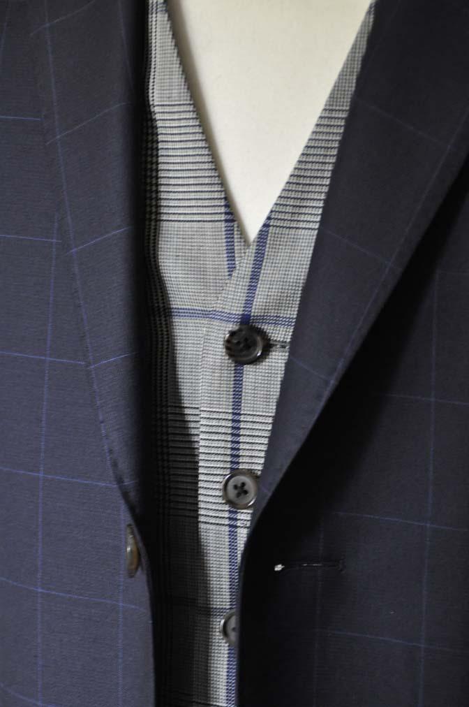 DSC1742 お客様のウエディング衣装の紹介- ネイビーウィンドペンスーツ、グレーベスト-