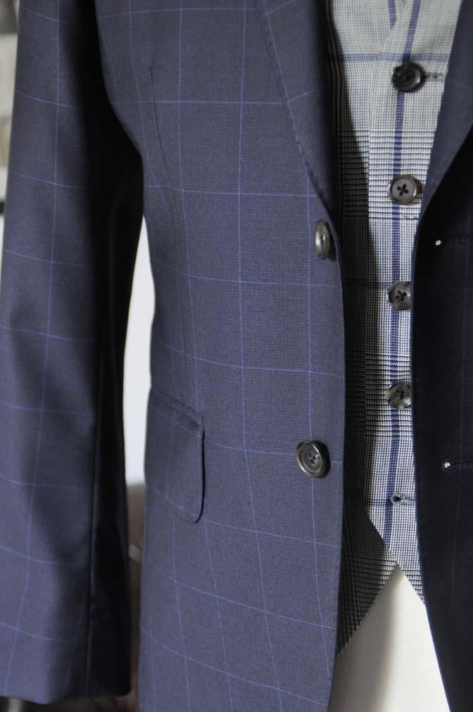 DSC1744 お客様のウエディング衣装の紹介- ネイビーウィンドペンスーツ、グレーベスト-