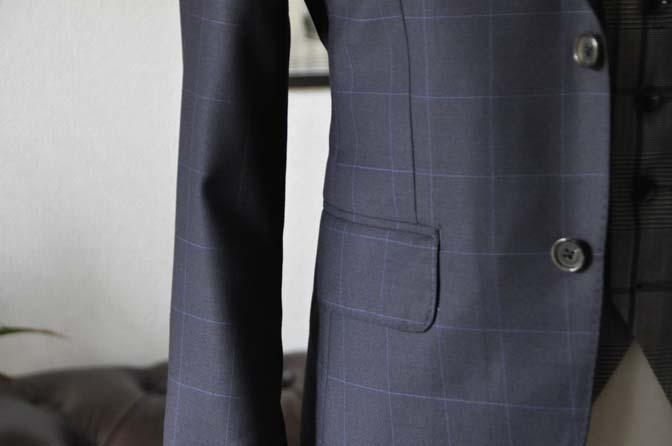 DSC17471 お客様のウエディング衣装の紹介- ネイビーウィンドペンスーツ、グレーベスト-