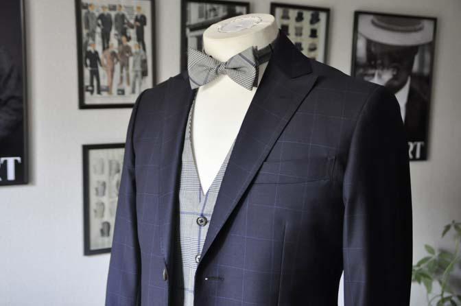 DSC17512 お客様のウエディング衣装の紹介- ネイビーウィンドペンスーツ、グレーベスト-