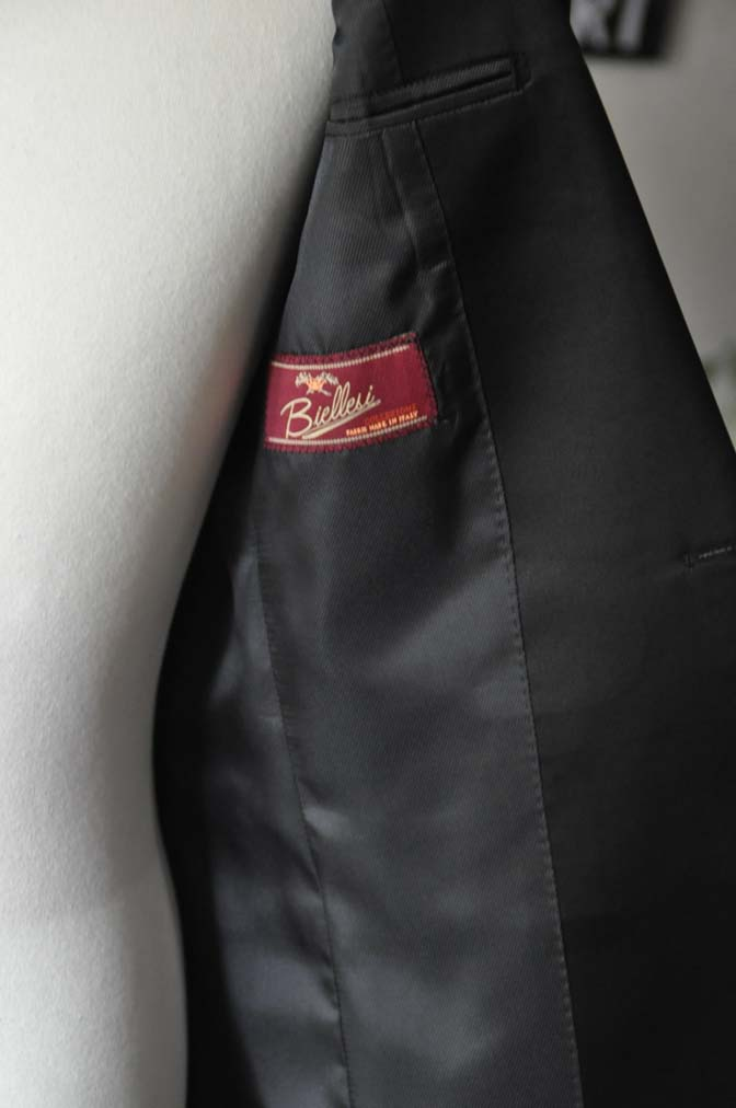 DSC17731 お客様のタキシードの紹介- ブラックピークドラペルタキシード- 名古屋の完全予約制オーダースーツ専門店DEFFERT