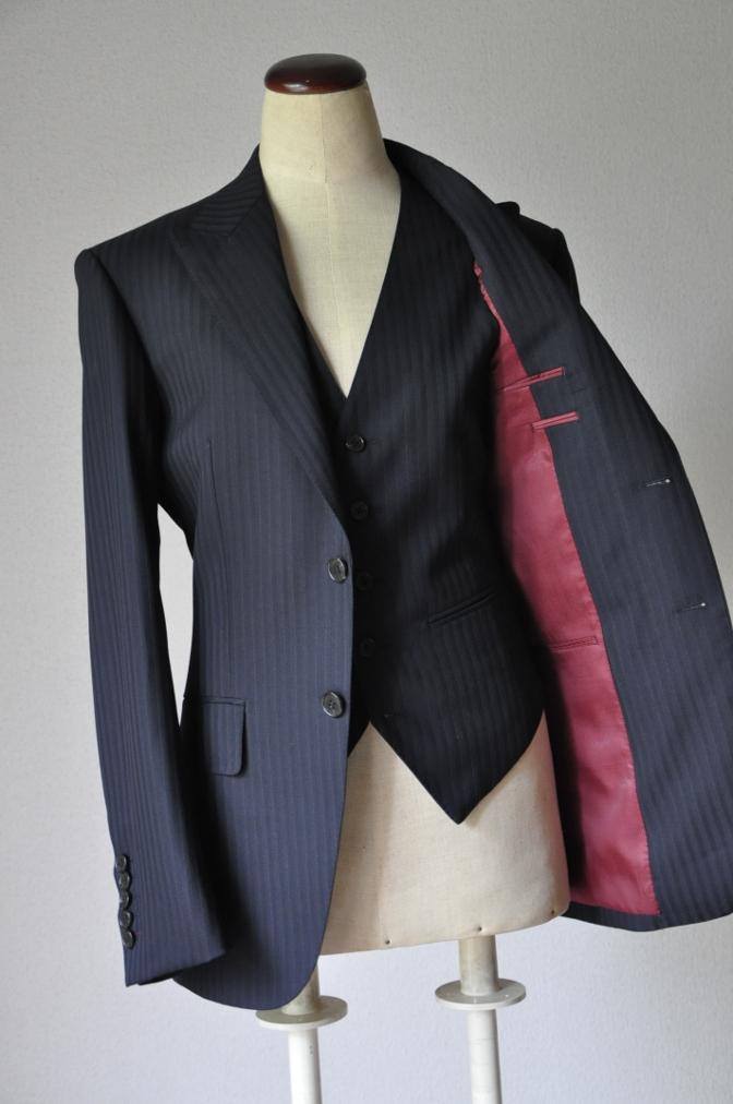 DSC1827 お客様のスーツの紹介-ブラックストライプ-