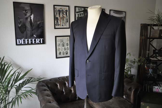 DSC18361 お客様のスーツの紹介-Biellesi 無地ネイビースーツ-