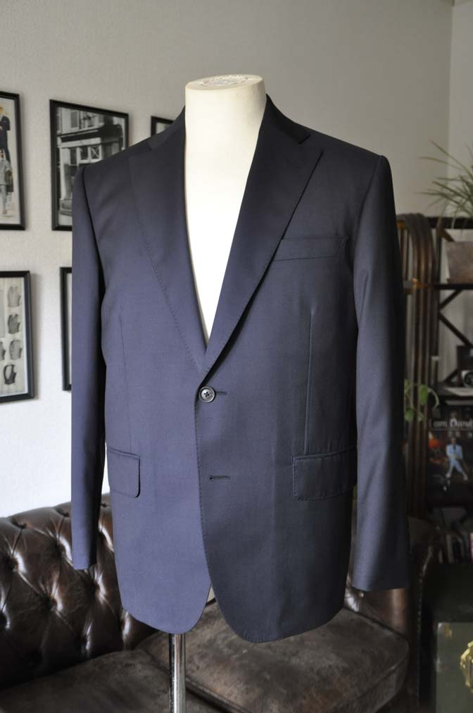 DSC1837 お客様のスーツの紹介-Biellesi 無地ネイビースーツ-