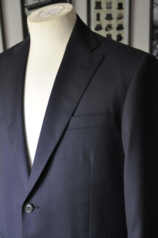 DSC18381 お客様のスーツの紹介-Biellesi 無地ネイビースーツ-