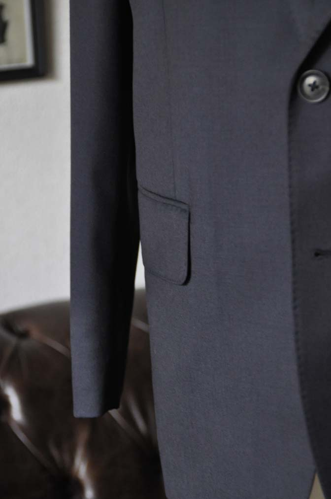 DSC18421 お客様のスーツの紹介-Biellesi 無地ネイビースーツ-