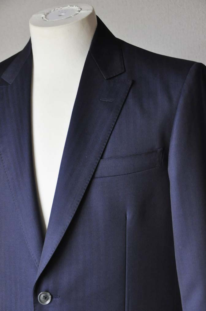 DSC18721 お客様のスーツの紹介-御幸毛織 ネイビーヘリンボーン-