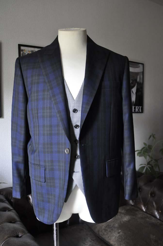 DSC18811 お客様のウエディング衣装の紹介- ブラックウォッチスーツ-