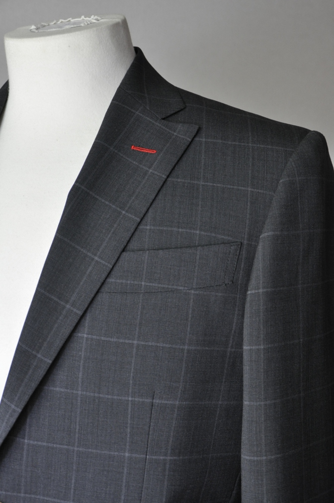 DSC1883 お客様のスーツの紹介- チャコールグレーウインドペーン-