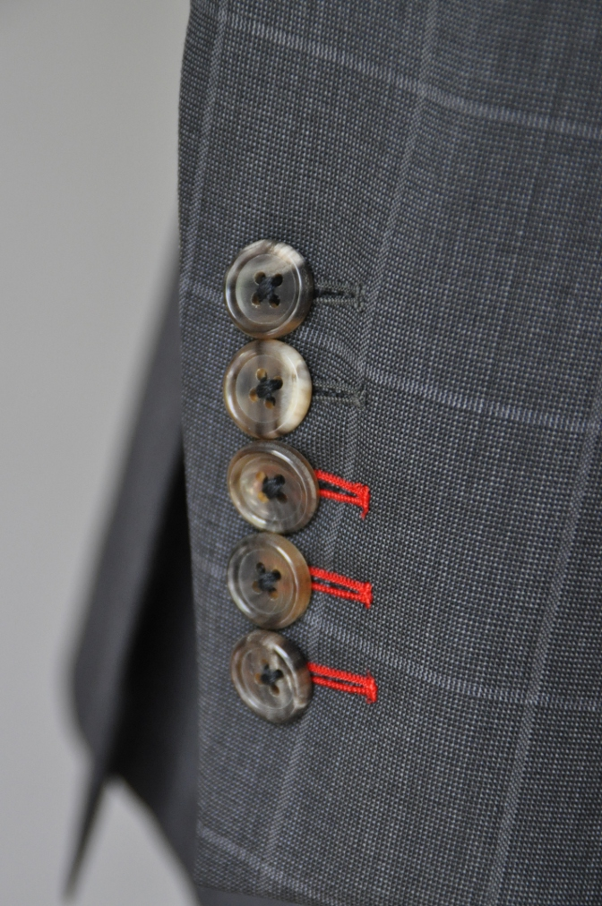 DSC1888 お客様のスーツの紹介- チャコールグレーウインドペーン-