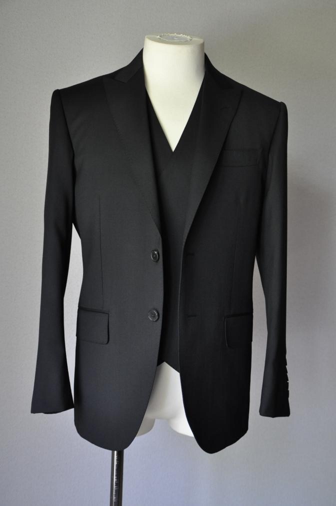 DSC1893 お客様のスーツの紹介- BIELLESI ブラックスリーピース-