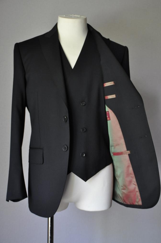 DSC1894 お客様のスーツの紹介- BIELLESI ブラックスリーピース-
