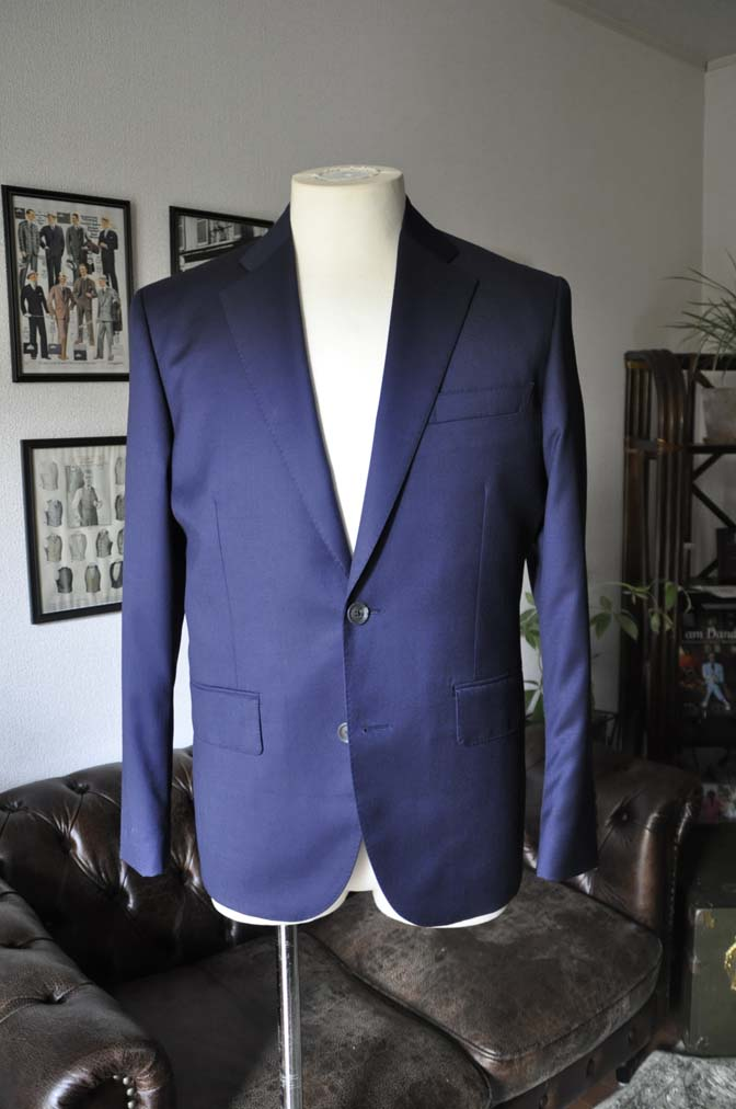 DSC1896 お客様のスーツの紹介- Biellesi 無地ネイビースーツ-