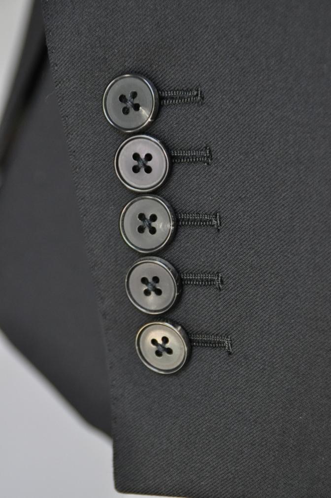 DSC1904 お客様のスーツの紹介- BIELLESI ブラックスリーピース-