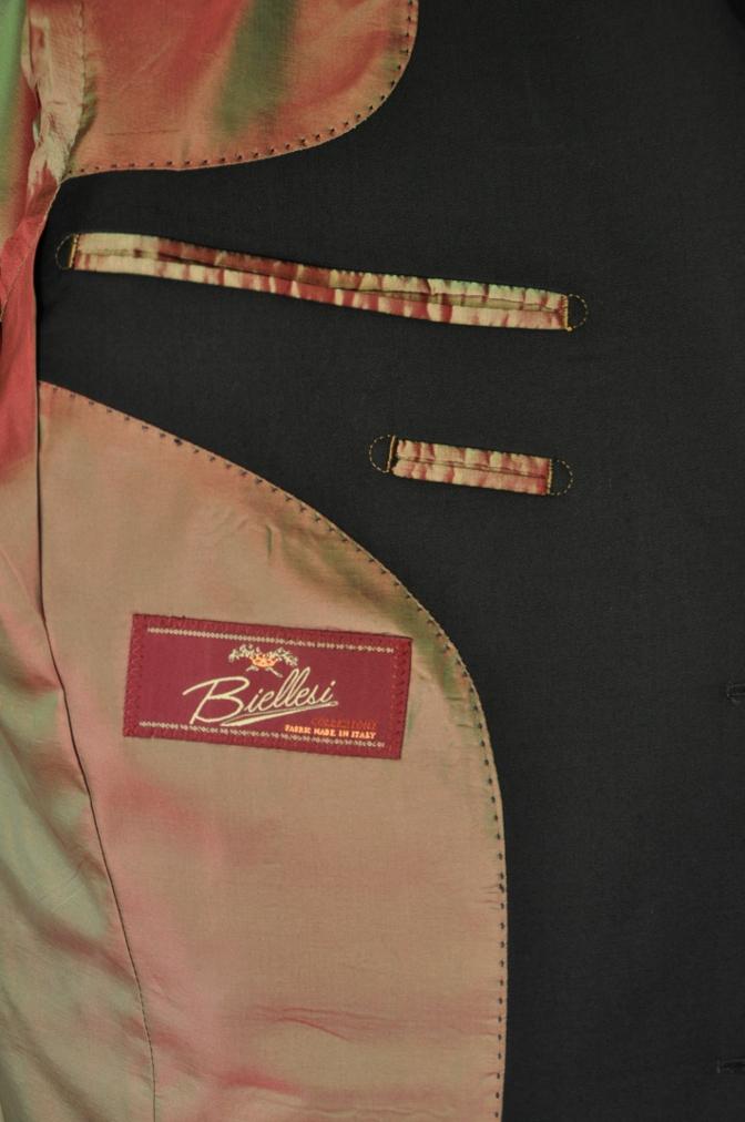 DSC1906 お客様のスーツの紹介- BIELLESI ブラックスリーピース-