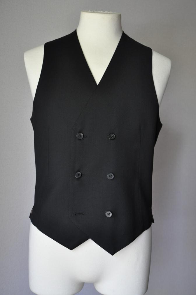 DSC1907 お客様のスーツの紹介- BIELLESI ブラックスリーピース-