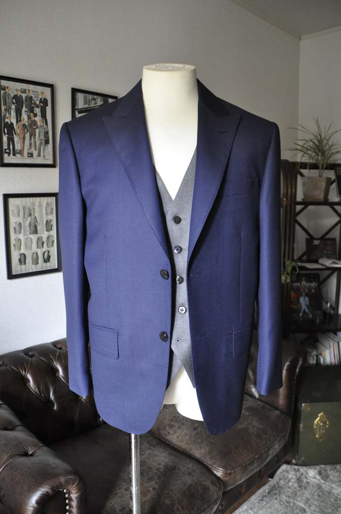 DSC19101 お客様のウエディング衣装の紹介- ネイビーバーズアイスーツ、グレーベスト-DSC19101 お客様のウエディング衣装の紹介- ネイビーバーズアイスーツ、グレーベスト- 名古屋市のオーダータキシードはSTAIRSへ