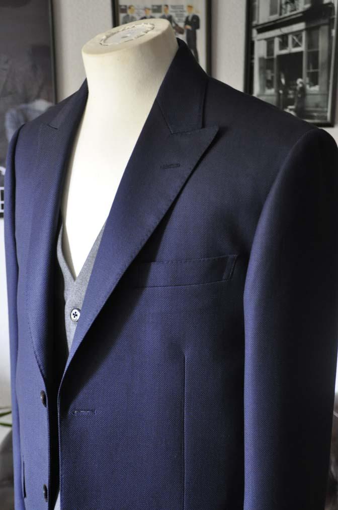 DSC19111 お客様のウエディング衣装の紹介- ネイビーバーズアイスーツ、グレーベスト-DSC19111 お客様のウエディング衣装の紹介- ネイビーバーズアイスーツ、グレーベスト- 名古屋市のオーダータキシードはSTAIRSへ