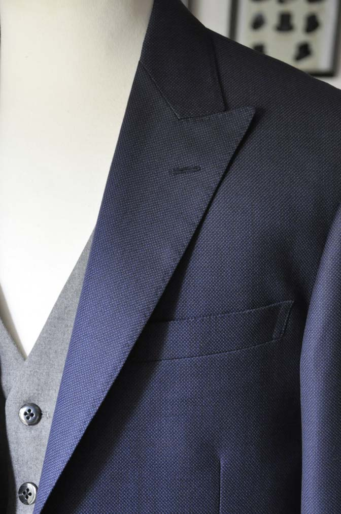 DSC19121 お客様のウエディング衣装の紹介- ネイビーバーズアイスーツ、グレーベスト-DSC19121 お客様のウエディング衣装の紹介- ネイビーバーズアイスーツ、グレーベスト- 名古屋市のオーダータキシードはSTAIRSへ
