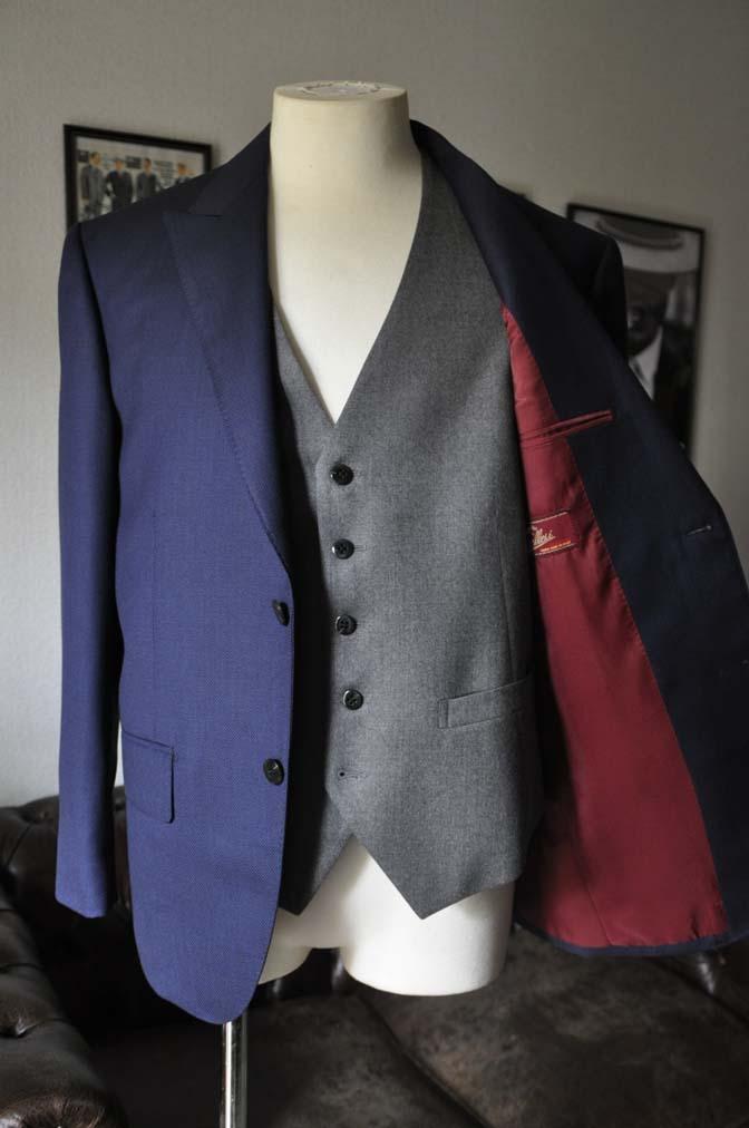 DSC19192 お客様のウエディング衣装の紹介- ネイビーバーズアイスーツ、グレーベスト-DSC19192 お客様のウエディング衣装の紹介- ネイビーバーズアイスーツ、グレーベスト- 名古屋市のオーダータキシードはSTAIRSへ