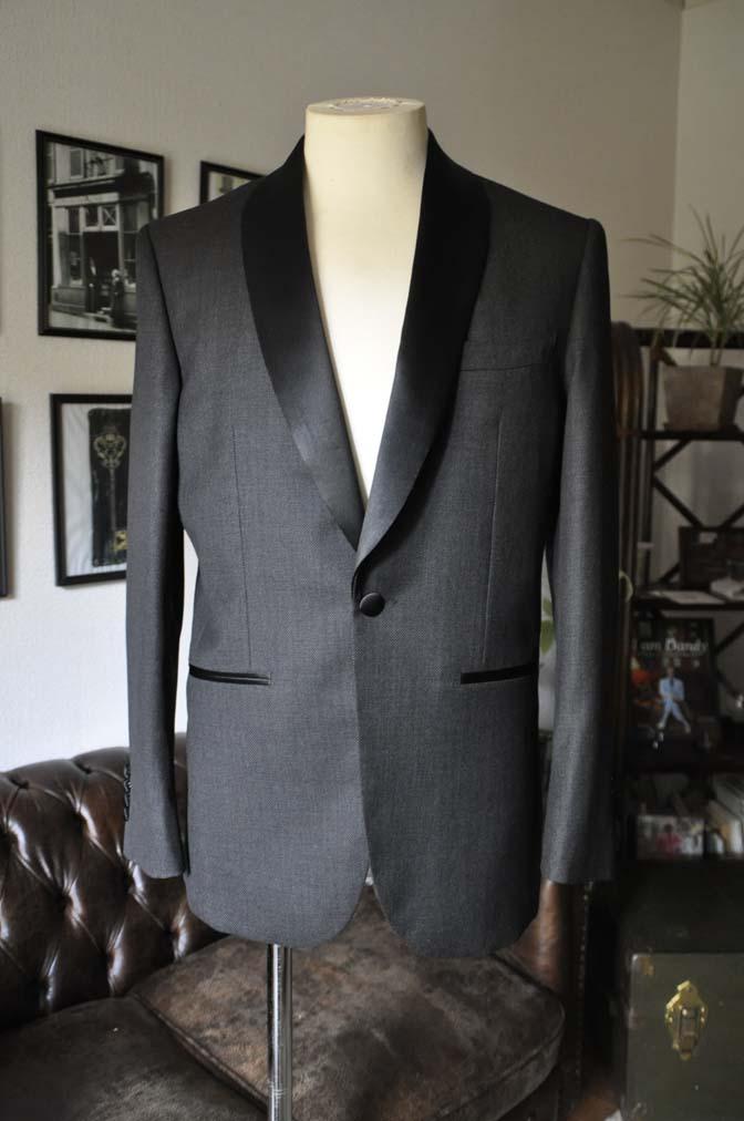 DSC19271 お客様のウエディング衣装のタキシードが仕上がってまいりましたのでご紹介いたします。