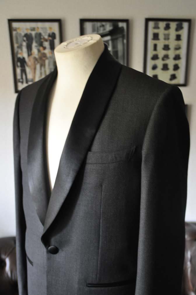 DSC19281 お客様のウエディング衣装のタキシードが仕上がってまいりましたのでご紹介いたします。