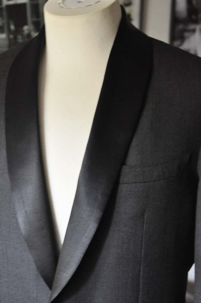 DSC19291 お客様のウエディング衣装のタキシードが仕上がってまいりましたのでご紹介いたします。