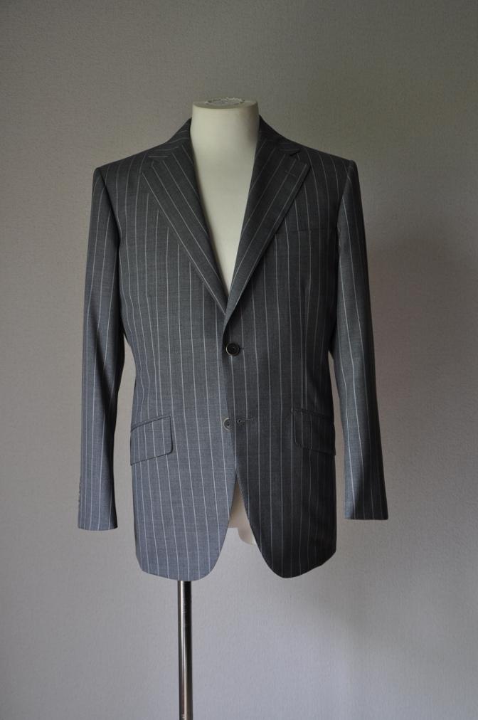 DSC1933 お客様のスーツの紹介- CANONICO グレーストライプ-