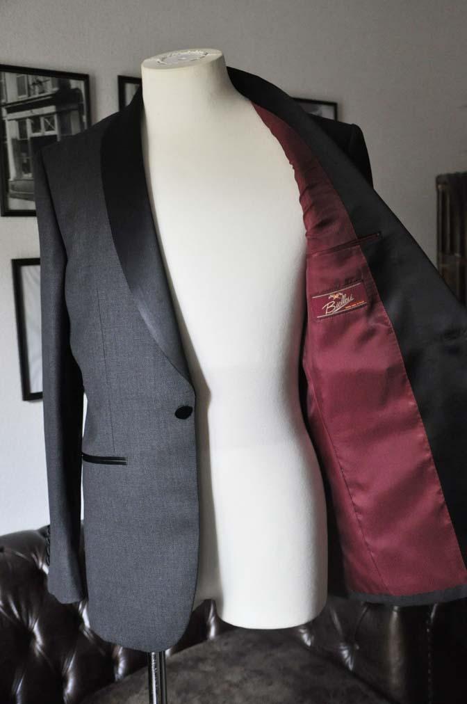 DSC19341 お客様のウエディング衣装のタキシードが仕上がってまいりましたのでご紹介いたします。